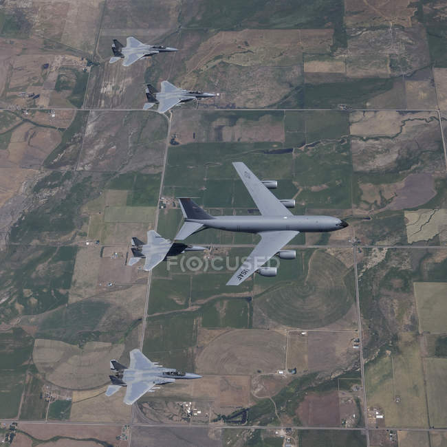 Oregon - July 22, 2011: KC-135R Stratotanker refueling four F-15 Eagles during air-to-air refueling training — Stock Photo