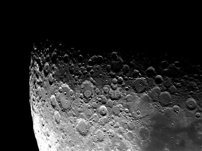 Лунные Кратеры Клавий, Моретус и Магин в высоком разрешении на черном фоне — стоковое фото