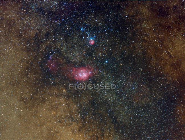 Widefield перегляд туманностей у Стрільці з високою роздільною здатністю — стокове фото