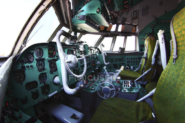 Russia, Russian Air Force - February 17, 2011: Cockpit of IL-62M airliner — Stock Photo