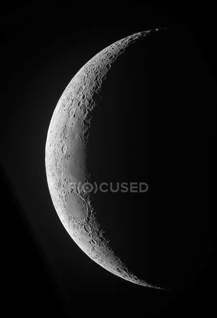 Encerando a lua crescente em alta resolução em fundo preto — Fotografia de Stock