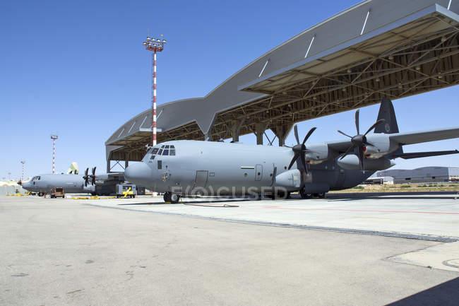 Base Aérea de Israel, Nevatim - 17 de maio de 2015: Força Aérea Israelense C-130J-30 Shimshon na rampa — Fotografia de Stock