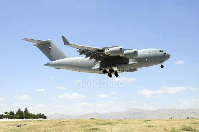 Turkey, Konya - June 26, 2013: United Arab Emirates Air Force C-17A Globemaster III landing at Konya during international Exercise Anatolian Eagle 2013-2 — Stock Photo
