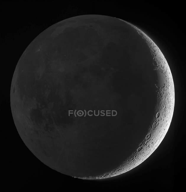 Місяць з earthshine на чорному фоні з високою роздільною здатністю — стокове фото