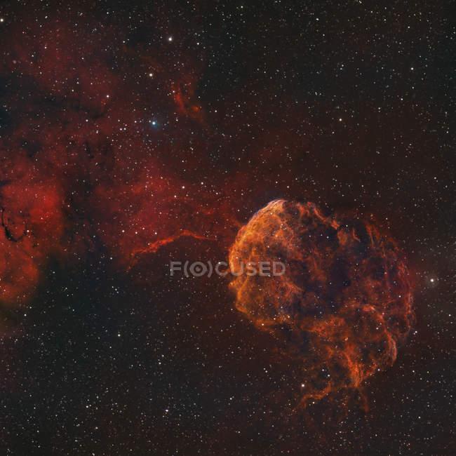 Медузы туманность Ic 443 и Шарплесс 248 в истинных цветах — стоковое фото