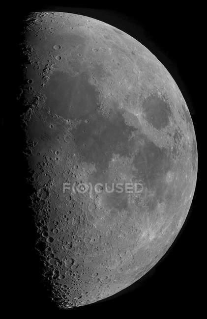 Meia-lua em alta resolução em fundo preto — Fotografia de Stock