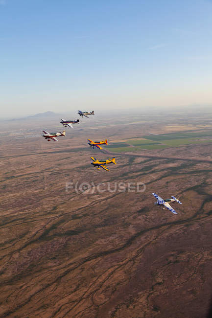 Arizona, Mesa - April 6, 2013: Extra 300 aerobatic aircrafts flying in formation during APS training — Stock Photo