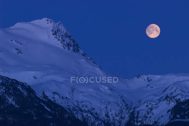 Moonset, Vetter Peak, New Aiyansh, British Columbia, Canada — Stock Photo