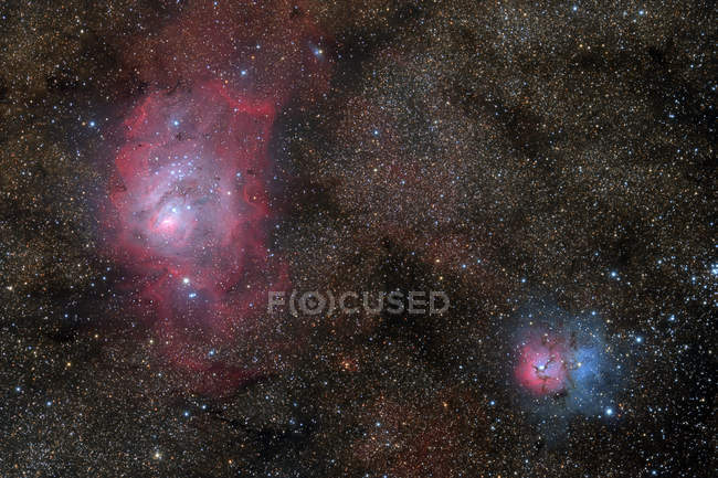 Nebulosa Laguna M8 y Nebulosa Trifida Messier 20 en colores verdaderos - foto de stock