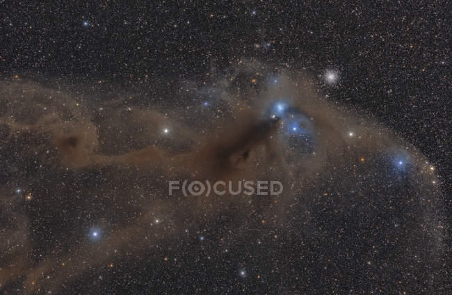 Nebulosa oscura nella costellazione del Sagittario e l'ammasso globulare Ngc 6723 — Foto stock