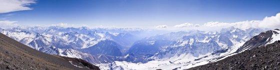 Panorama de la Cordillère des Andes du Chili prélevés près du sommet du Volcan San Jose — Photo de stock