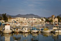 Traditional Greek fishing boats and tavernas in Aegina, Greece — Stock Photo