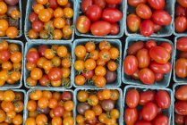 Top view of cherry and plum tomatoes at farmers market — Stock Photo