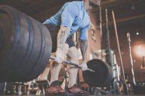 Adam Palmer, a mountain athlete, preforms a deadlift while strength training at the gym. — Stock Photo