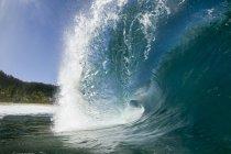 Крупный план волны разорвать на северном берегу острова Оаху — стоковое фото