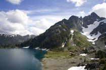 Крем озеро и гора Септимуса, Парк Страткона, Британская Колумбия — стоковое фото