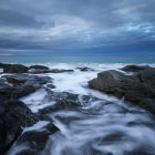 Waves crash against rocky coastline at Skagsanden beach, Flakstad, Flakstady, Lofoten Islands, Norway — Stock Photo