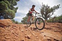 Woman cycling on Submarine Rock Loop in South Sedona, Arizona. — Stock Photo