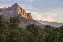 Скелі з Сіону Національний Парк Глибоої ущелини на заході сонця — стокове фото