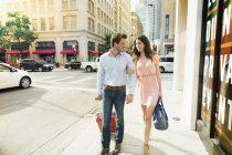 Young Couple With Luggage Walking Side By Side On Footpath In Dallas — Stock Photo