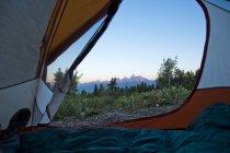 Vista das montanhas de Teton grande de dentro de uma tenda, Jackson Hole, Wyoming — Fotografia de Stock