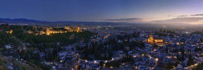Illuminated View Of Alhambra To The Old Town Of Granada, Andalucia, Spain — Stock Photo