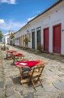 Tischen serviert in einem Straße Restaurant in Paraty an der Costa Verde — Stockfoto
