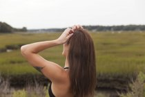 Beautiful Young Woman Adjusting Her Hair At Sunset — Stock Photo