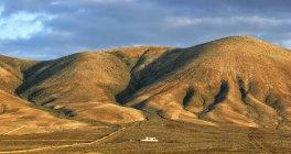 Le mur dans un paysage de désert d'El Cotillo, Fuerteventura, îles Canaries, Espagne, Europe — Photo de stock