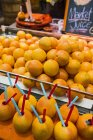 Fresh Grapefruits For Sale At Market — Stock Photo