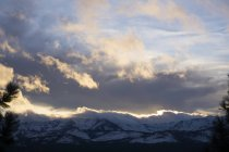Puesta de sol durante el invierno en Valle de la esperanza cerca de Lake Tahoe, California, Usa - foto de stock