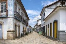 Vista de la encantadora ciudad de Paraty en Costa Verde - foto de stock