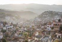 Scenic view of Pueblo Magico of Taxco at sunrise, Guerrero, Mexico — Stock Photo