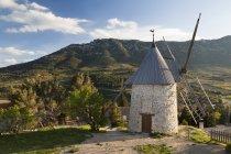 Ansicht der Windmühle am Cucugnan In Languedoc-Roussillon, Frankreich, Europa — Stockfoto