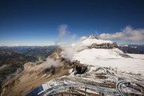 Nevado pico alpino em Les Diablerets, uma aldeia de montanha idílica no coração dos Alpes Vaud, Suíça — Fotografia de Stock