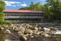 Albany Covered Bridge over Swift River, Albany, New Hampshire, USA — Stock Photo