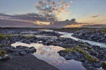 Rio de Eldvatn através de campo de lava Brunahraun, sudeste da Islândia — Fotografia de Stock