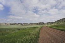 Camino de tierra en pequeño Missouri National Grassland North Dakota - foto de stock