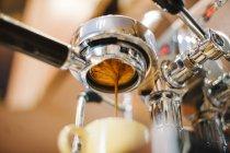 Close-up shot of espresso pouring through bottomless portafilter — Stock Photo
