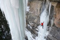 Man mixed ice climbing route P51 Mustang in Vail Ampitheater, Vail, Colorado. — Stock Photo