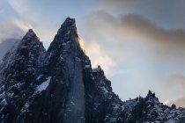 Blick auf Schnee bedeckt Alpine Peak In Chamonix, Frankreich — Stockfoto