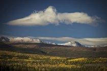 Klondike rodovia durante o Outono no Yukon, Canadá — Fotografia de Stock