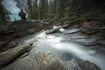 Person sitting at Mount Robson park — Stock Photo