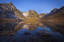 Reflection Of Mountain In Grizzly Lake During Sunrise In Canada — Stock Photo