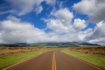 Empty stretch of road on a country highway through cane fields on the island of Maui near Kaanapali — Stock Photo