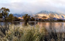 Scenic View Of Farmers Pond During Sunrise In Sierra Nevada — Stock Photo
