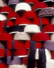 Close up view of hats on shelves in Tunis souk, Tunis, North Africa — Stock Photo