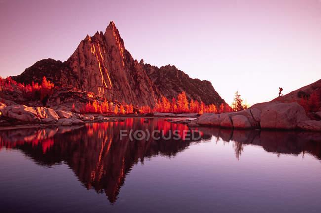 Барри Mcmonacle горы улавливает свет зари — стоковое фото