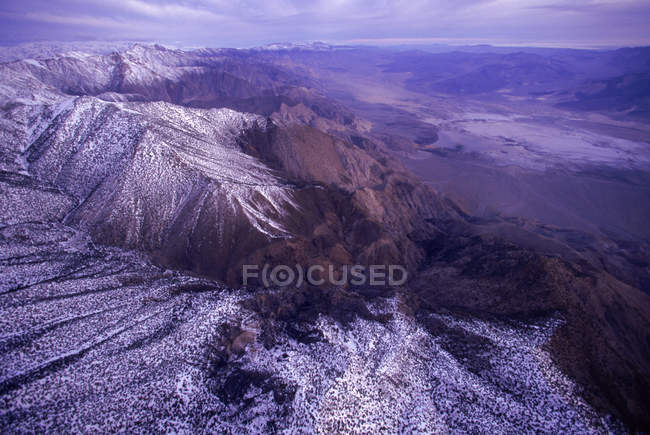 Антенн Saline долины и горы Иньо на восход, Долина смерти Национальный парк, Калифорния, США — стоковое фото