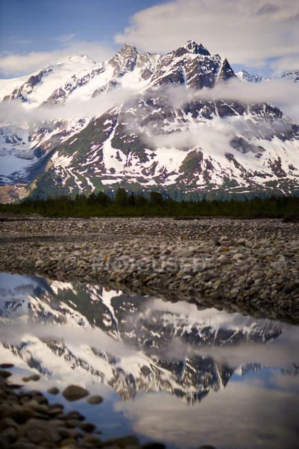 Schmelzen von Creek, Zusammenfluss von Tatshenshini River und Alsek River, Kanada, Vereinigte Staaten — Stockfoto